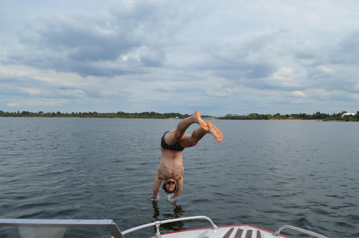 Karsten Lehmann jumping from a boat
